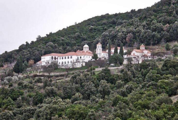 Άρτα: Θεία λειτουργία μετά αρτοκλασίας στην Ιερά Μονή Παναγίας Ροβέλιστας Άρτας