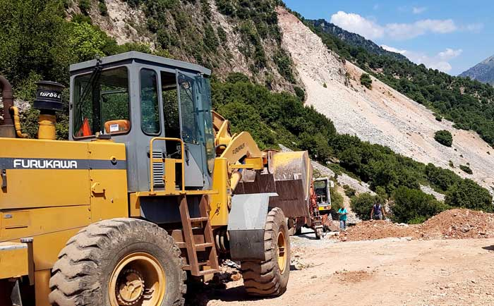 Άρτα: Ξεκίνησαν οι εργασίες αποκατάστασης οδικού δικτύου προς την Ιερά Μονή Σέλτσου