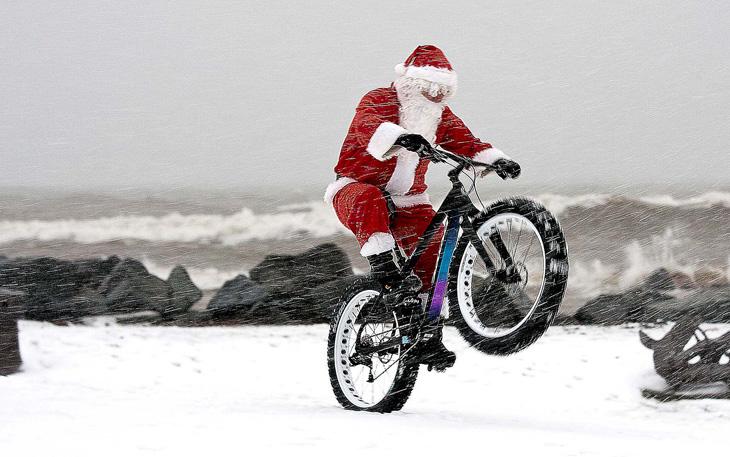 Άρτα: Κάθε ποδηλάτης γίνεται …. Άγιος Βασίλης για μία μέρα!