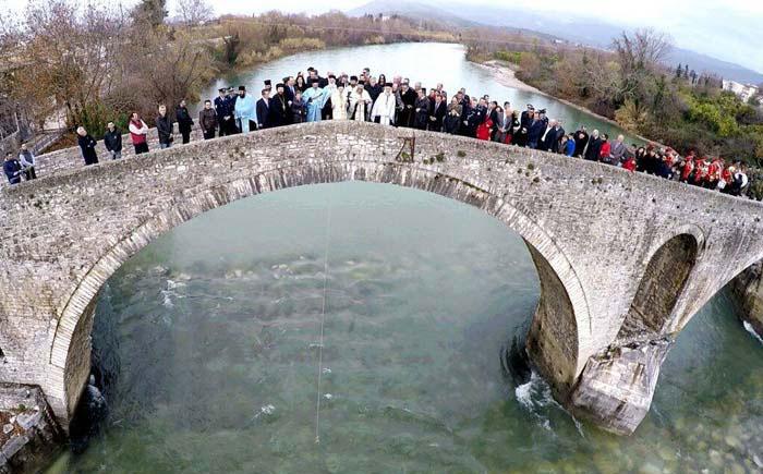 Άρτα: Θεοφάνεια 2018: Αγιασμός των υδάτων στο Ιστορικό Γεφύρι της Άρτας