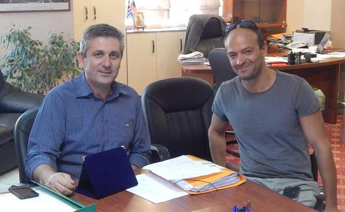 Άρτα: Συνάντηση Δημάρχου Αρταίων με τον Αρτινό Παραολυμπιονίκη της κολύμβησης Γιώργο Σφαλτό
